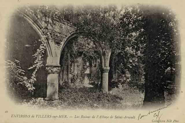 Ruines intérieures de l'église: une des premières CPA fin XIXème.
