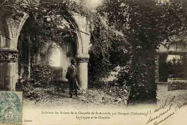 Ruines intérieures de l'église: CPA fin XIXème.