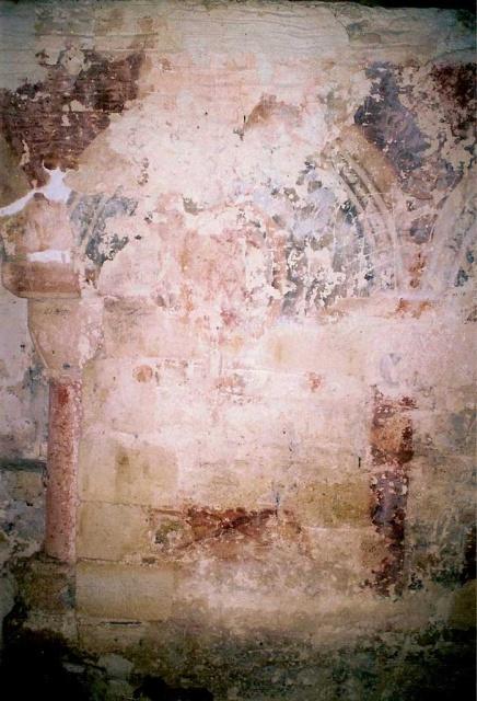 Peintures murales de la chapelle : vue d'une fausse arcade en trompe-l'oeil après entretien 2005 (L. Blondaux).