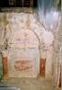 Peintures murales de la chapelle: panneau de faux-marbre entre les colonnettes après entretien en 2005 (L. Blondaux).