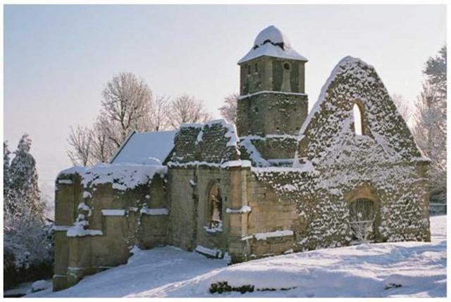 Vue hivernale des ruines de l'église